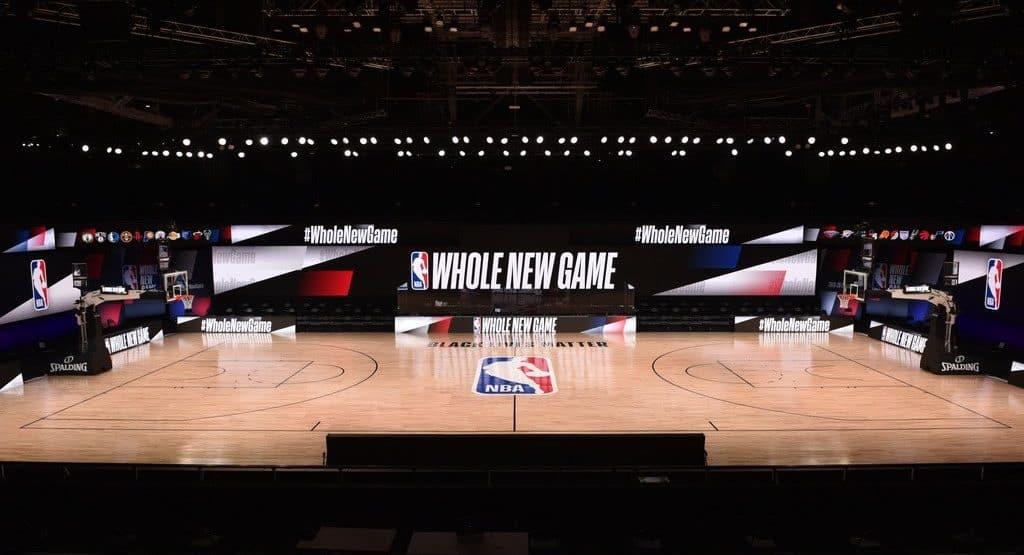 Campo di basket NBA nella bolla